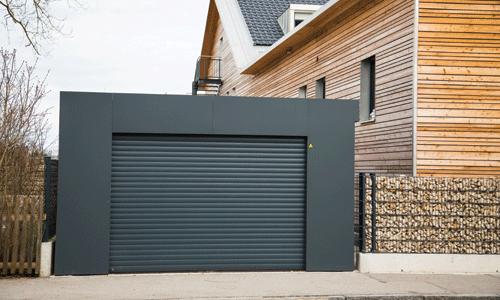 Porte de garage enroulable noire